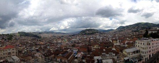 Basílica: Vista de la ciudad. Al norte se aprecia El Panecillo