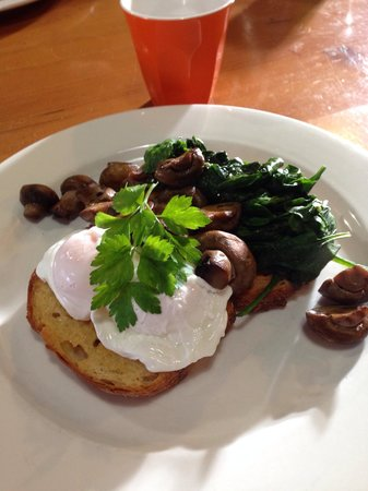 Wattle Cafe: Mushrooms and eggs !!
