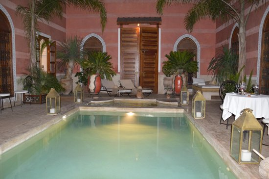 Riad Alili: Patio piscine