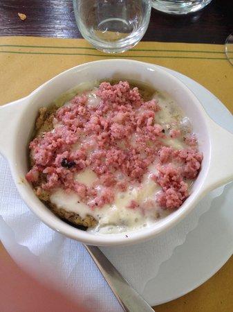 La Polenteria: Polenta gorgonzola e salsiccia . Buonissima !!!