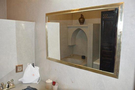 Riad Alili: Salle de bain