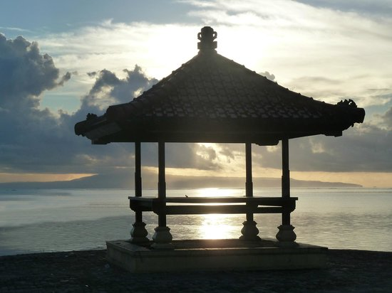 Prama Sanur Beach Bali: Sunrise on the Sea walk