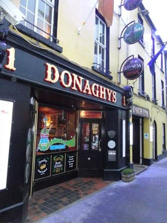 Coach Lane Restaurant at Donaghy's Bar : located adjacent to N4 in Sligo