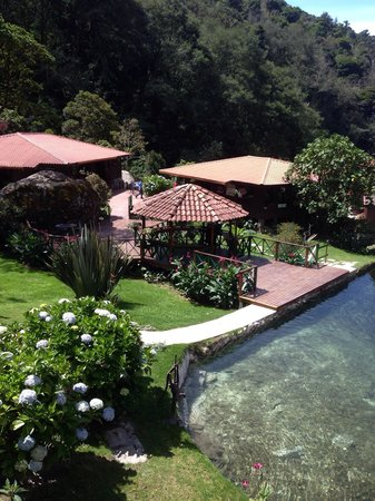 Trogon Lodge San Gerardo de Dota: Rooms and lakes!