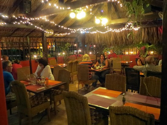 Plazita Limena: Outdoor seating