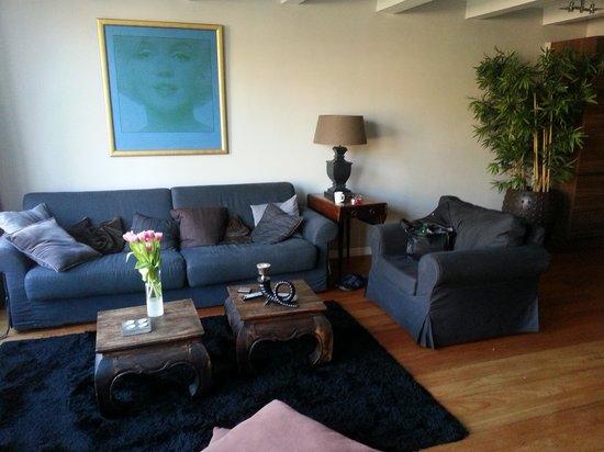 Keizersgracht Residence: living room 1st floor canalside