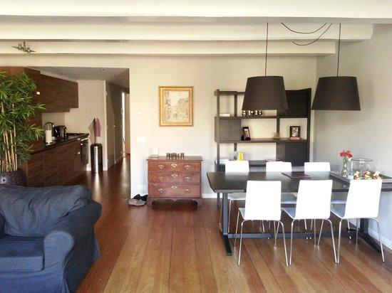 Keizersgracht Residence: living room/kitchen 1st floor canalside