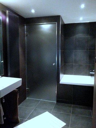Keizersgracht Residence: bathroom 1st floor