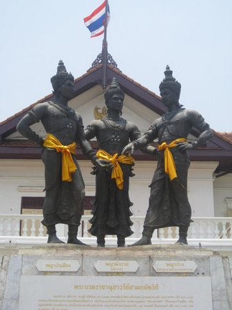 Three Kings Monument: the kings