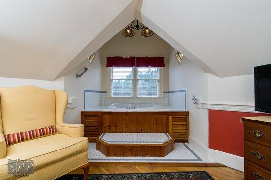 Bernerhof Inn Bed and Breakfast: Villages of Conway, Room 9