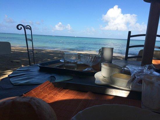 Les Lataniers Bleus: Petit déjeuner au bord de la plage