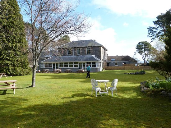 Columba House Hotel: Rear of hotel showing dining room and gardens