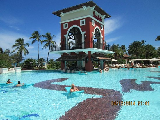 Sandals Grande Antigua Resort & Spa : Main pool which is very nice