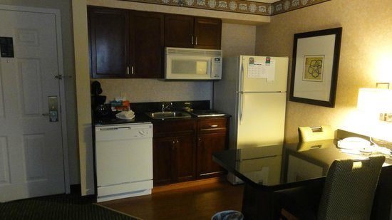Homewood Suites by Hilton Boston - Billerica : Kitchen in our suite