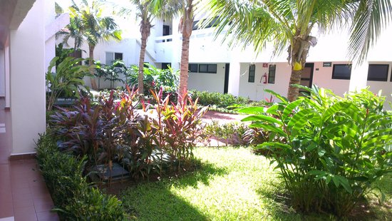 Cancun Bay Resort: Jardines internos