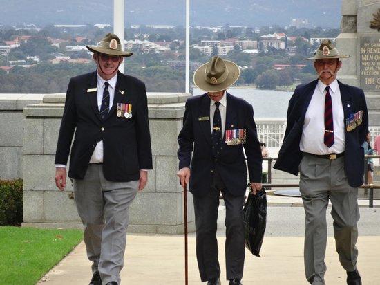 Kings Park War Memorial: Military men