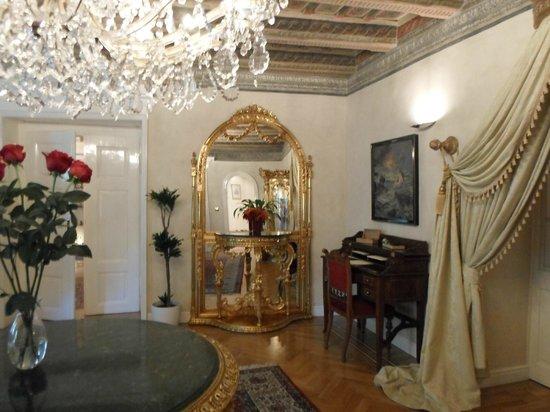 Alchymist Prague Castle Suites: le salon et entrée du rez de chaussée