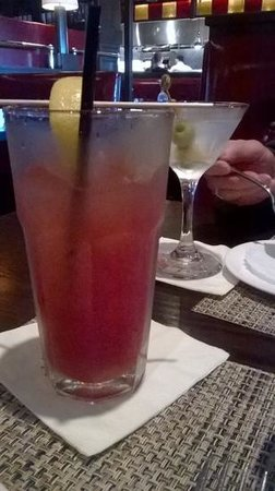Max's Tavern: drinks