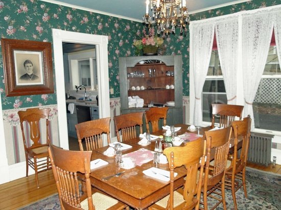 Betsy's Bed and Breakfast: Breakfast room
