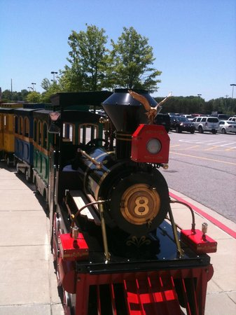 North Georgia Premium Outlets : Toy Train in the Mall