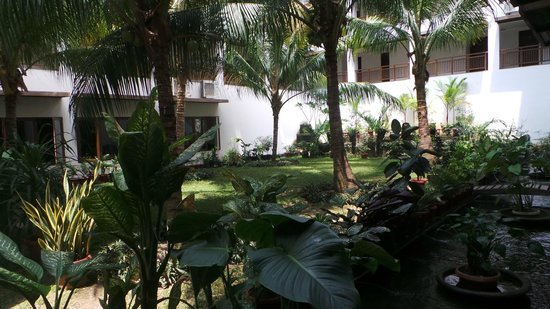 Oasis Atjeh Hotel: courtyard