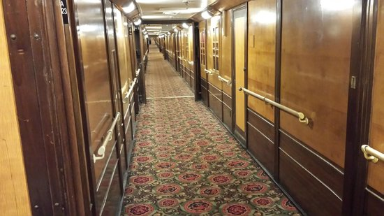 The Queen Mary : Hallway