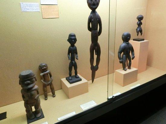 Musee de Nouvelle Caledonie: 男性像と女性像