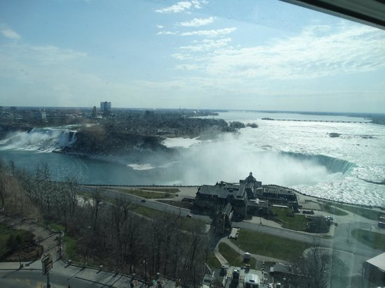 Embassy Suites by Hilton Niagara Falls Fallsview Hotel : View from the bedroom