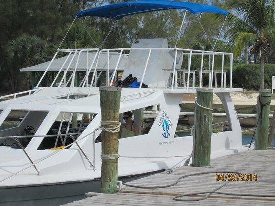Riding Rock Inn Resort and Marina : diving boat