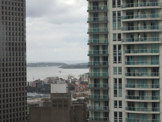 Meriton Suites Kent Street, Sydney : View towards the water