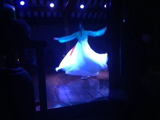 Sanchon : Dancing performance