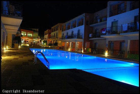 Sunrise Village Hotel : Sunrise by night