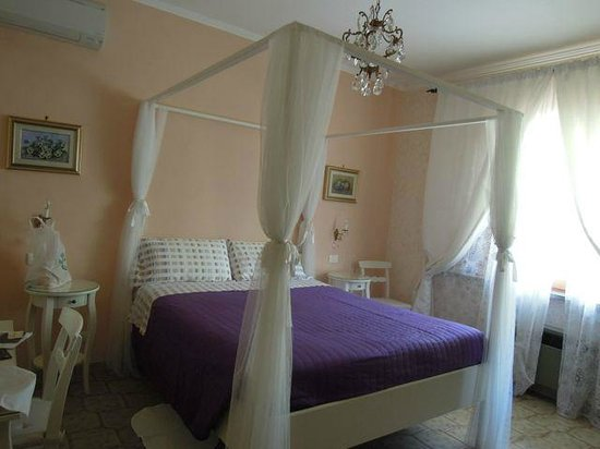 B&B Nonna Luisa: Our bedroom