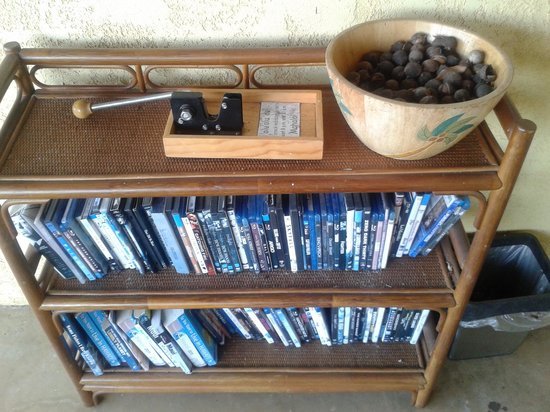 Hale Huanani Bed and Breakfast: Macadamia nuts and DVD library