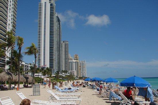 Newport Beachside Hotel and Resort: Comodidades en la playa