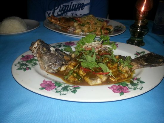 ZENZIBAR Beach Bar & Restaurant: Deep fried white snapper in red curry sauce
