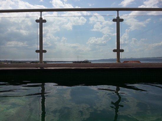 Hotel Isla de Flores: Rooftop pool