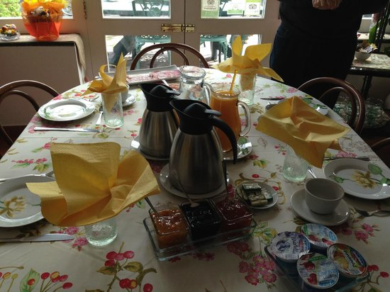 Villa Maresca: Breakfast table