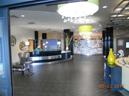 Holiday Inn Express Hotel & Suites Kansas City Airport: Lobby Entrance