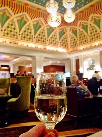 Kimpton Hotel Monaco Denver : free wine hour in the lobby!