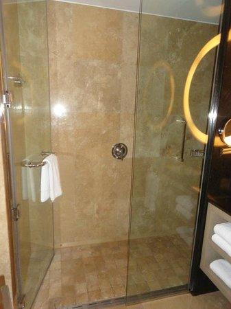 Hilton Lima Miraflores: Bathroom