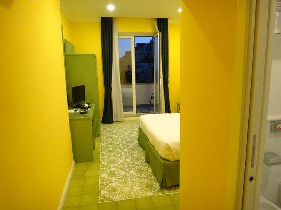 Hotel La Bougainville : O quarto