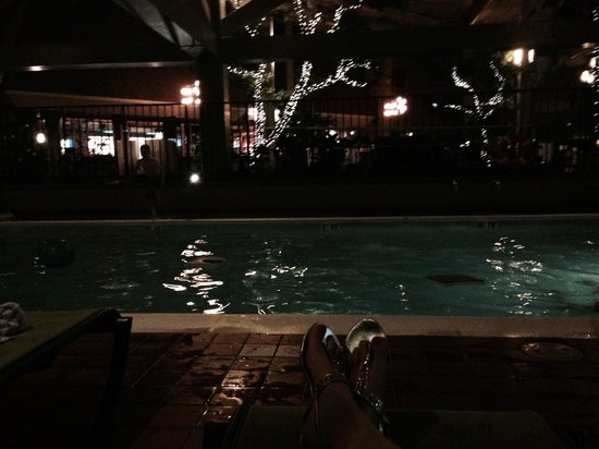 The Academy Hotel Colorado Springs : Evening time at the indoor pool!