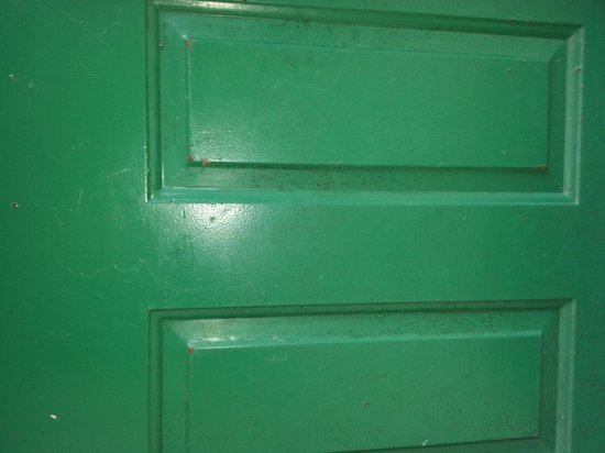 Oak Plantation Resort : Mold on the doors