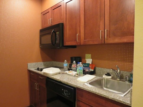 Homewood Suites by Hilton Palm Desert: Kitchen