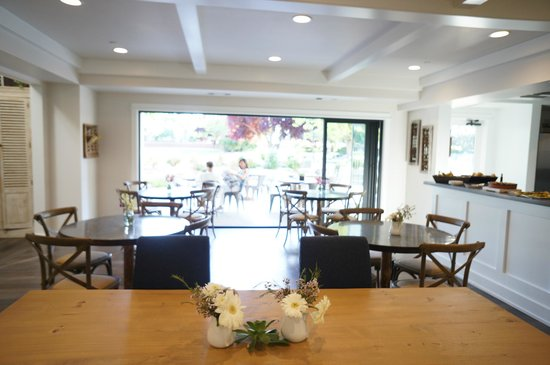 Summerwood Winery & Inn: Kitchen, out onto front patio