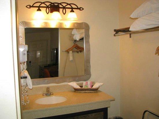Santa Fe Sage Inn: Bathroom