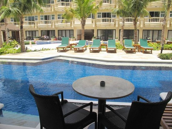 Henann Garden Resort: Grand room with pool access, pool access