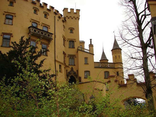 Schloss Hohenschwangau: a small hike up to the gates