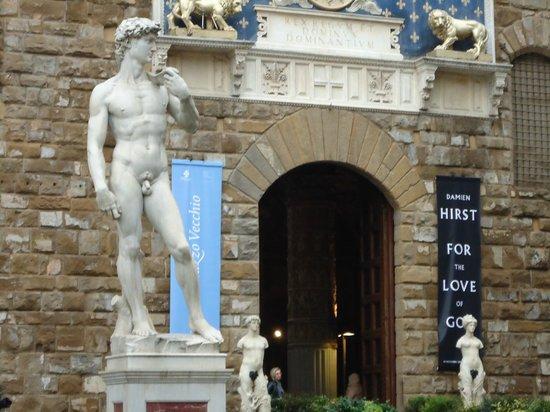 Galleria dell'Accademia : As estatuas por todos os lugares